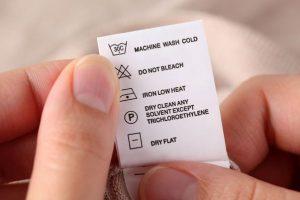 Verificăm etichetele hainelor? Uite de ce trebuie să o faci!