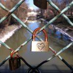 Timişorenii sunt invitaţi şi anul acesta să pună lacătele iubirii pe pasarela de la Parcul Copiilor