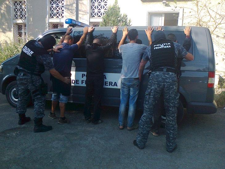 Migranţi din Libia, Siria și Pakistan, opriți la frontiera cu Serbia