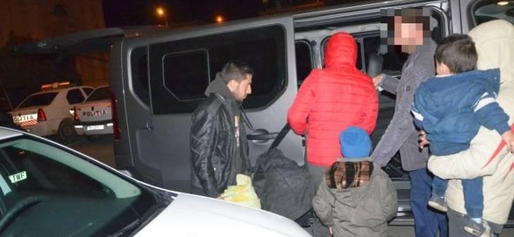 33 de migranți, opriţi la frontiera cu Serbia