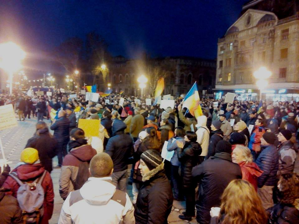 Studenții au luat cu asalt Piața Victoriei. Continuă protestele împotriva Guvernului Grindeanu