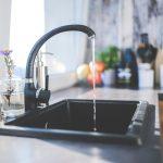 Timişorenii se plâng că apa de la robinet miroase prea tare a clor. Explicaţia Aquatim