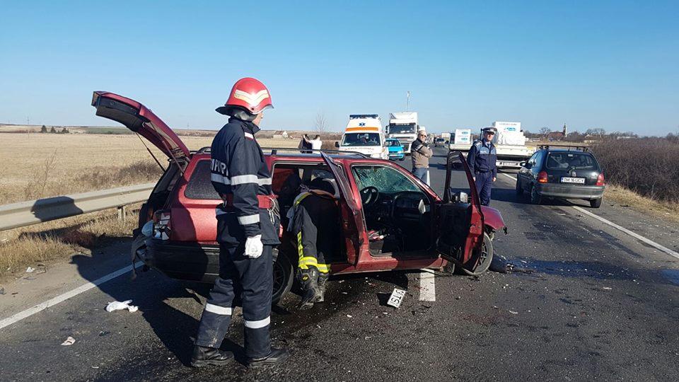 Un autocar și un autovehicul s-au cioncnit la Șuștra. Doi bărbați au ajuns la spital