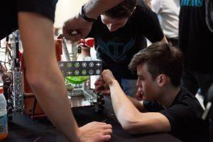 Patru echipe de elevi din Timișoara, calificate în finala concursului de robotică