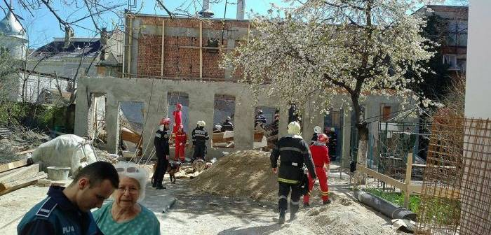 Două persoane decedate, după ce plafonul unei case s-a prăbuşit