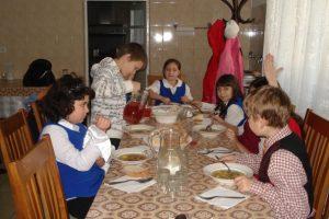 Copiii din centrele de plasament caută familie de sărbători