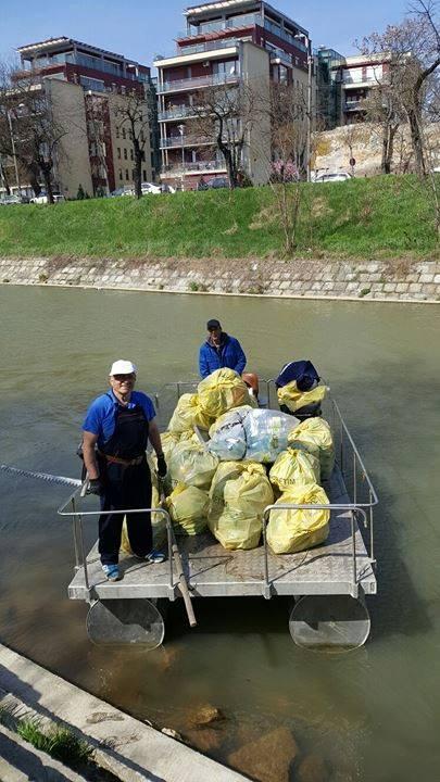 Polițiștii locali au făcut din nou muncă voluntară