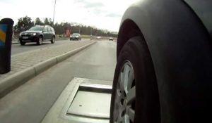 O companie din Suedia creează gropi în asfalt pentru a reduce viteza șoferilor grăbiți