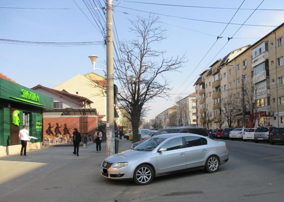 Zeci de amenzi pentru șoferii care opresc în stațiile mijloacelor de transport în comun