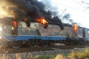 Incendiu în Timiș! Tren cu călători, cuprins de flăcări