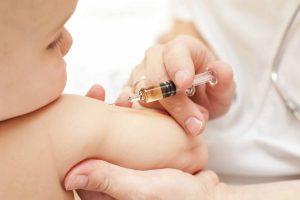 Prefectura şi DSP vor face campanii de vaccinare împotriva rujeolei în judeţ