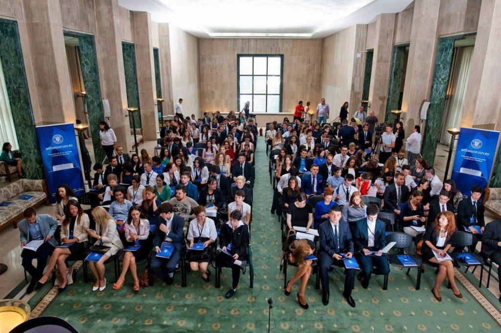 Ești interesat de o carieră în administrație? Înscrie-te în Programul de Internship al Guvernului României