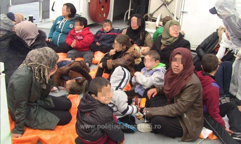 Poliţiştii de frontieră români continuă să salveze vieți în apele Mării Egee