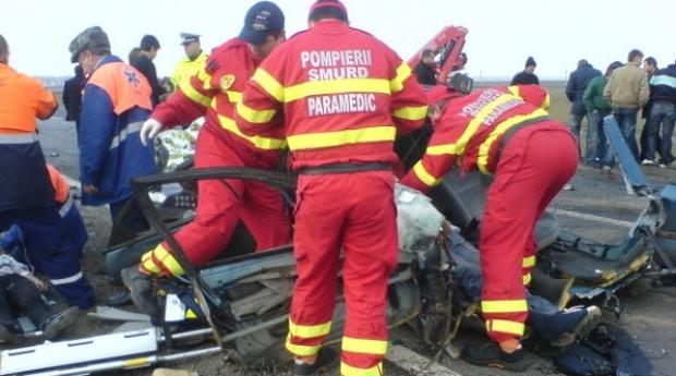 Doi tineri au murit carbonizați într-un accident rutier