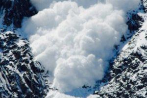 Avalanșă în Retezat: doi copii morți