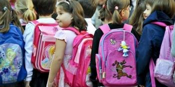 """Ministrul Educației, Pavel Năstase, vrea ghiozdane mai ușoare pentru elevi. """"Afectează sănătatea copiilor, cu repercusiuni asupra coloanei vertebrale"""""""