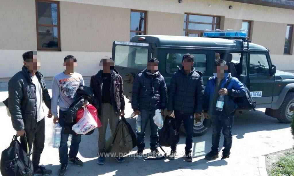 Zeci de migranți prinși la frontiera cu Serbia