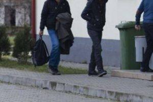 Doi albanezi, opriţi la frontiera cu Serbia