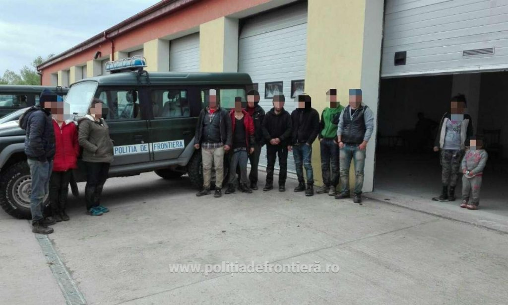 21 de migranți din Libia, Irak, Afganistan și Pakistan opriți la frontiera cu Serbia