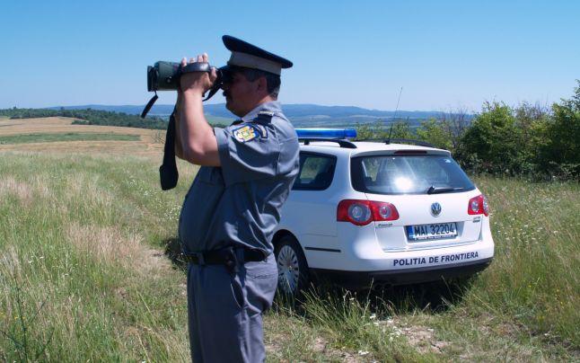 Treizeci și patru migranţi opriţi la frontiera cu Serbia