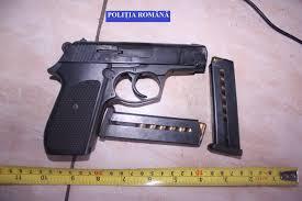 Cercetați pentru port ilegal de armă