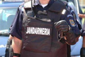 Spărgători de maşini reţinuţi de jandarmi