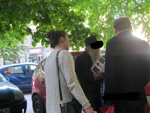 Călugăr care aduna bani în zona centrală amendat de polițiștii locali
