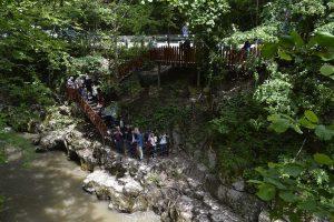 Bigăr își întâmpină vizitatorii cu un traseu turistic accesibil, ce permite coborârea în siguranță până la baza cascadei