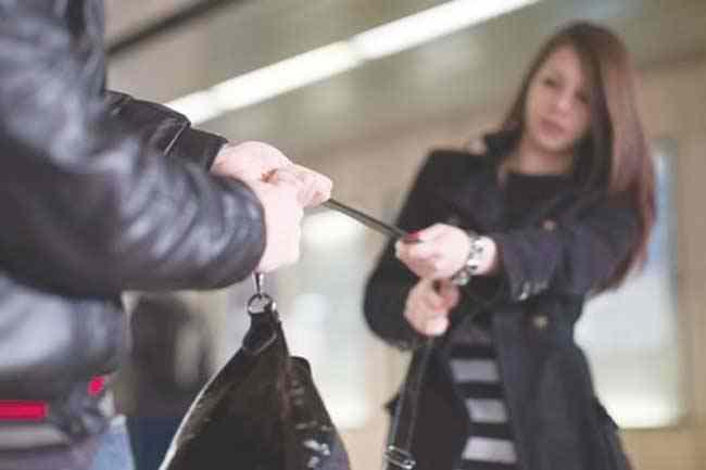 Poliţiştii din Timişoara l-au prins pe hoţul care i-a smuls poşeta unei femei