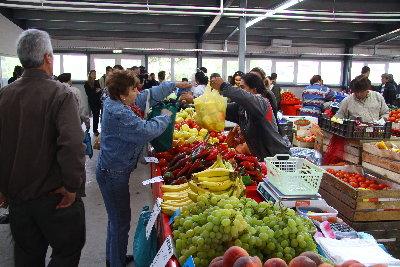Fructele și legumele vândute în piețele din România, verificate de experții Ministerului Agriculturii