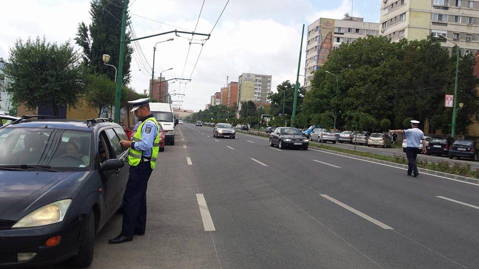 Pietoni şi şoferi, amendaţi în ultimele zile de Poliţia Rutieră