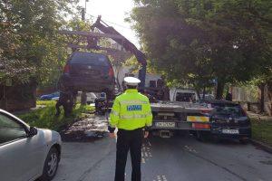 Mașinile abandonate și căruțele, ridicate de polițiștii locali de pe străzile orașului
