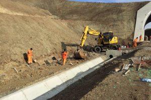 Peste 600 de muncitori lucrează pe şantierul autostrăzii Lugoj-Deva
