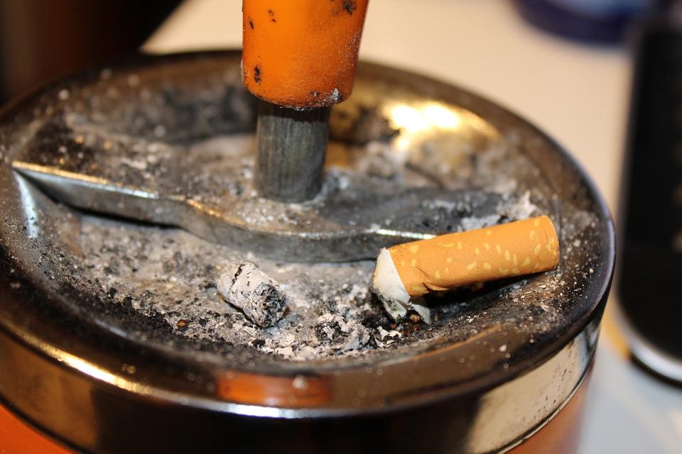Veste proastă pentru fumători: Țigările se scumpesc de luna viitoare