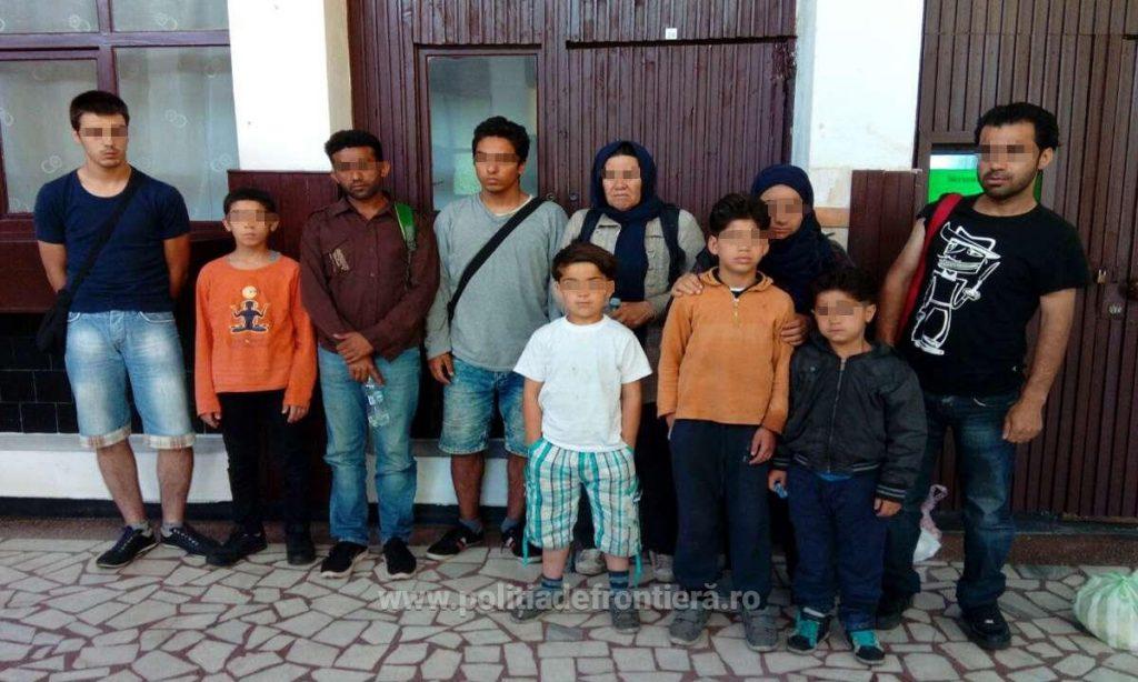 Nouă migranţi şi o călăuză, depistaţi de poliţiştii de frontieră de la Vărşand
