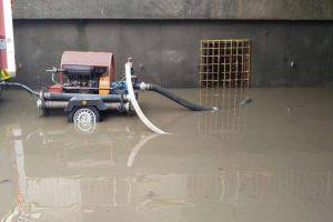 Mai multe străzi și gospodării inundate la Reșița