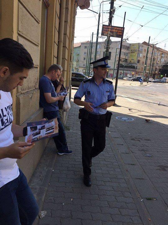 Poliţiştii locali vor să alunge hoţii de buzunare cu… pliante. Ce campanie desfăşoară