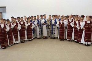 """Ansamblul folcloric """"Românașul"""" din Sînmihaiu Român, premii peste premii"""
