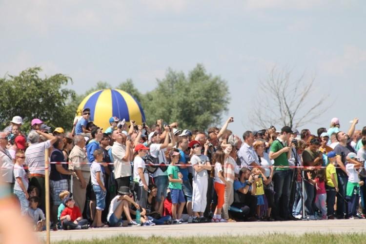 Bănăţenii, aşteptaţi sâmbătă să participe la cel mai mare spectacol aviatic din vestul ţării