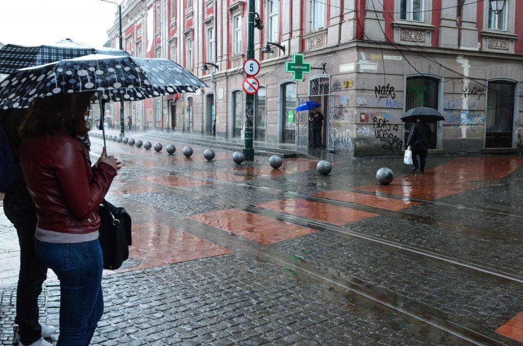 Cod portocaliu de ploi torențiale și vijelii în 15 județe. Timişul e vizat