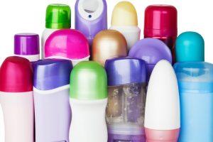 Diferența dintre deodorant și antiperspirant. Uite ce să alegi în zilele toride de vară