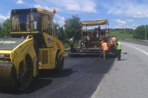 Mai multe drumuri județene din Timiș vor fi realibitate cu bani de la Guvern