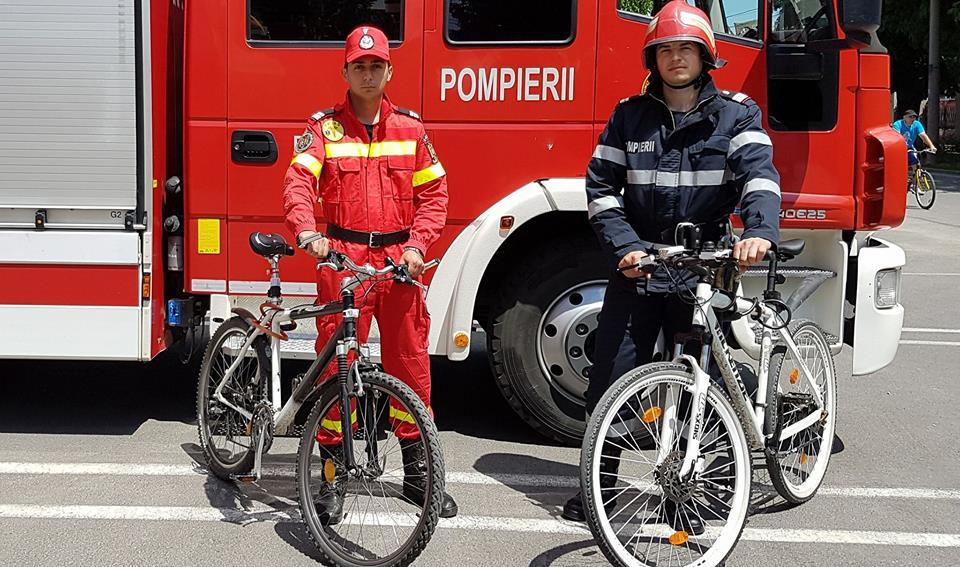 Pompierii timișeni, pe bicicletă în promovarea voluntariatului