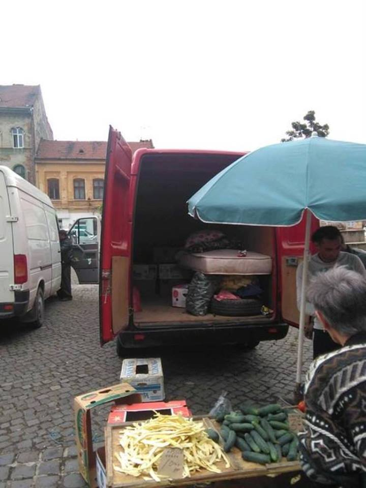Amenzi pentru comercianții care intră cu mașinile în piața volantă din Traian