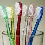 Periuța de dinți se schimbă des, ca să păstrezi dinții sănătoși