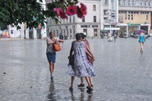 Meteorologii au emis Cod galben de ploi torențiale în vestul țării