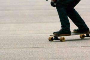 Timișorenii protestează! Spun NU interzicerii trotinetelor, rolelor și skateboard-ului