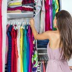 O tânără a ajuns în arest după ce a furat haine dintr-un magazin