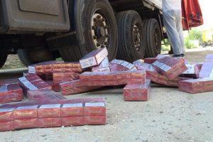 Peste 800 de pachete cu ţigări, confiscate în Vama Jimbolia. Unde erau ascunse