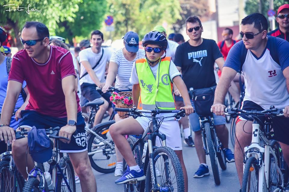 ISU Timiș, pe biciclete în promovarea voluntariatului